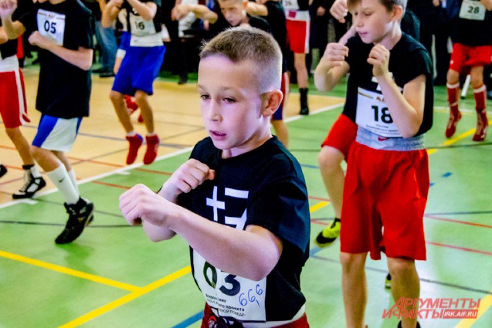 Спортсменов разделили на три возрастных категории: 10-12 лет, 13-15 лет и 16-17 лет