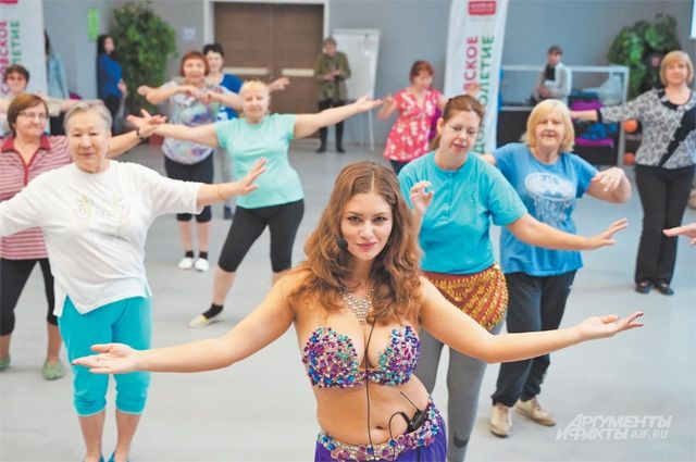 Танец живота требует зрелости и мудрости, поэтому особенно подходит для возрастных танцовщиц.