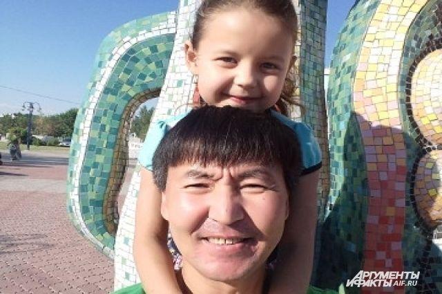 Андрей Дамба с внучкой