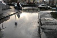 Помимо шквалистого ветра, в Новосибирске третий день практически без остановки льют дожди.