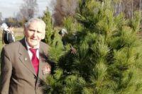 Ветерану 90 лет, он также является заслуженным шахтером Кузбасса.