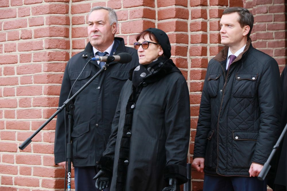 Елена Михайловна поблагодарила всех за трепетное отношение  к памяти отца.