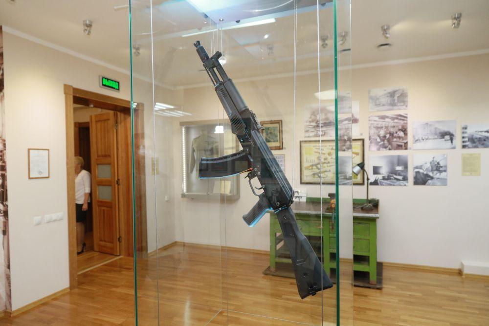 Автомат, который сделал уроженца маленькой Курьи знаменитым на весь мир, один из ценных экспонатов мемориального музея.