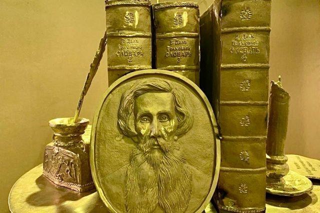 В Оренбурге через 2 недели появится памятник словарю Владимира Даля.