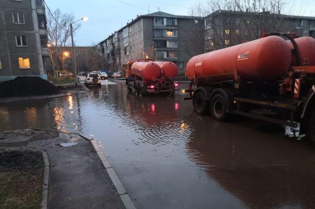 Уже откачали почти 5 тыс. кубометров воды.