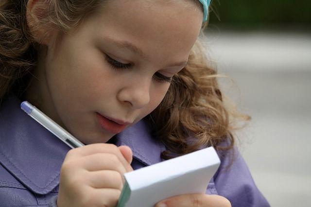 Детям с дислексией сложнее научиться писать и читать, чем их сверстникам.