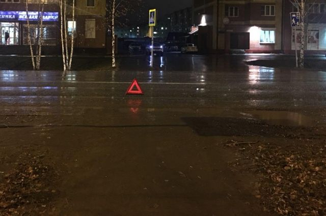 На улице Знаменского в Тобольске под колеса попали двое подростков