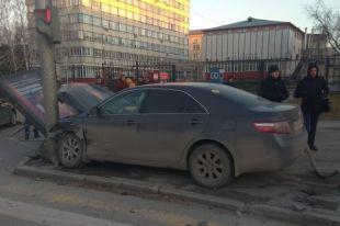 На месте ДТП работали сотрудники ГИБДД по Новосибирску. Им предстоит установить причины и обстоятельства дорожно-транспортного происшествия.