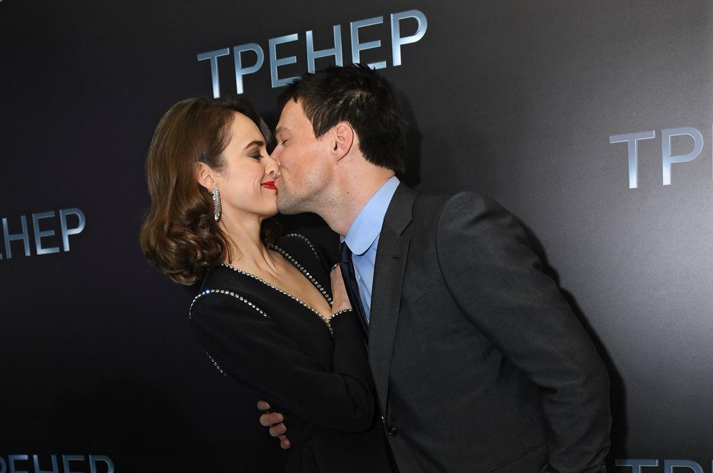 На следующий день Ольге нужно было уезжать, но, проведя полдня в телефонных разговорах с Данилой, она осталась в Москве.