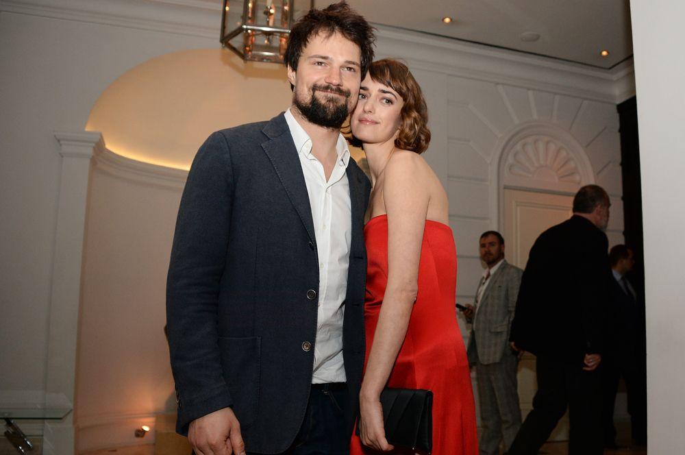 Козловский и Зуева встречаются четыре года. Первый раз они вместе появились на публике в марте 2015 года на премьере фильма «Духless-2», тем самым косвенно подтвердив слухи о своем романе.