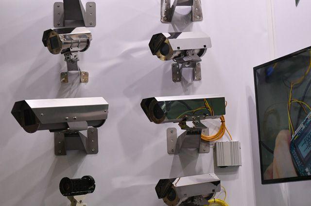 Благодаря использованию техники видеонаблюдения увеличилась раскрываемость преступлений. А видеокамер, «умеющих» считывать лица, станет больше в торговых и развлекательных центрах.