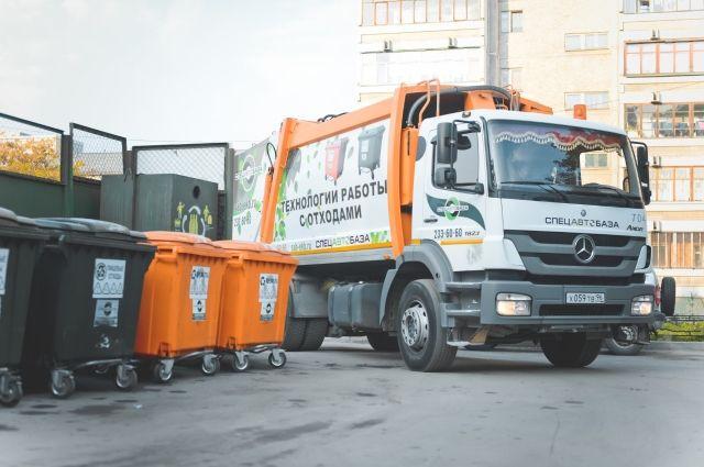 Ежедневно на линию в Екатеринбурге выходит 150 мусоровозов.