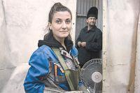 Девушка-сварщица (Н. Артёменко)– это столь же реально, как ивысокотехнологичное производство вцеху старого завода.