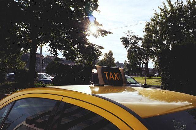 Нелегальное такси накрыли в Новосибирске.