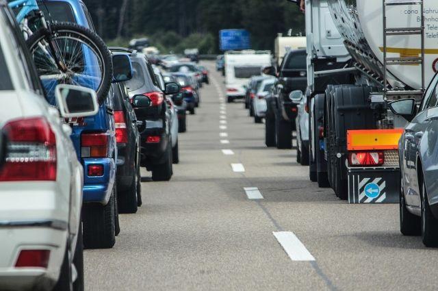 Массовое ДТП под Тюменью стало причиной серьезной пробки