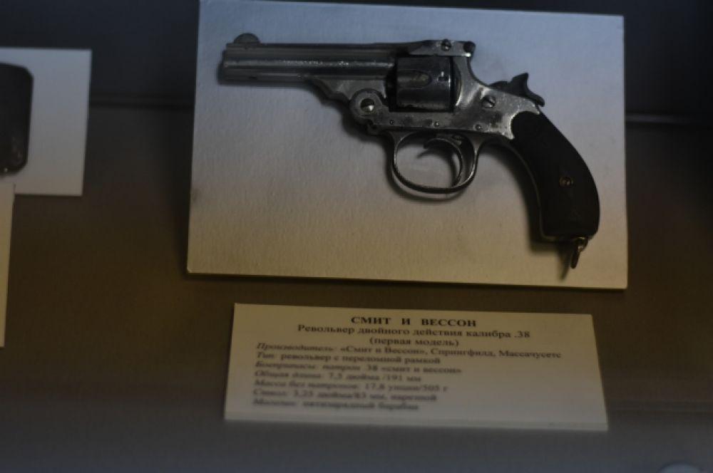 Револьвер двойного действия калибра.