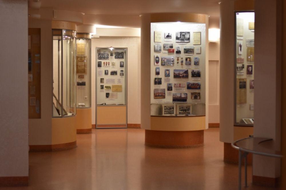 Музей погружает в историю полиции, рассказывает о выдающихся личностях, хранит память об успешных операциях омичей.