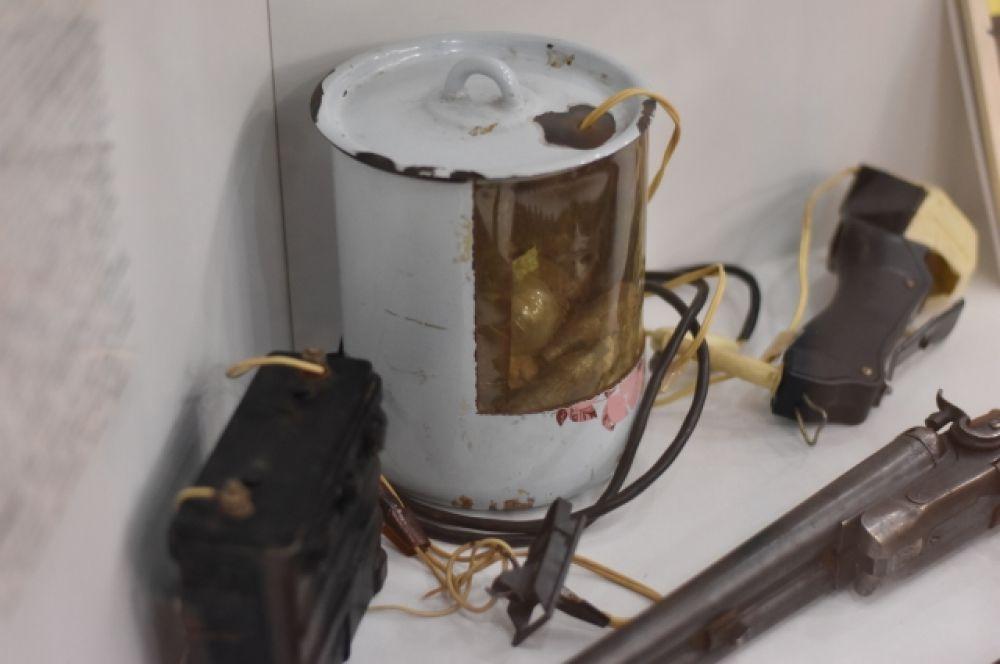 Захват детей в заложники в омском детском саду 28 сентября 1993 года. Взрывное устройство было сделано из обычной домашней кастрюли.
