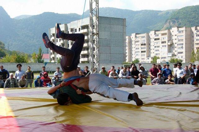 На Кавказе возрождают традиционные виды спорта, в том числе и борьбу на поясах