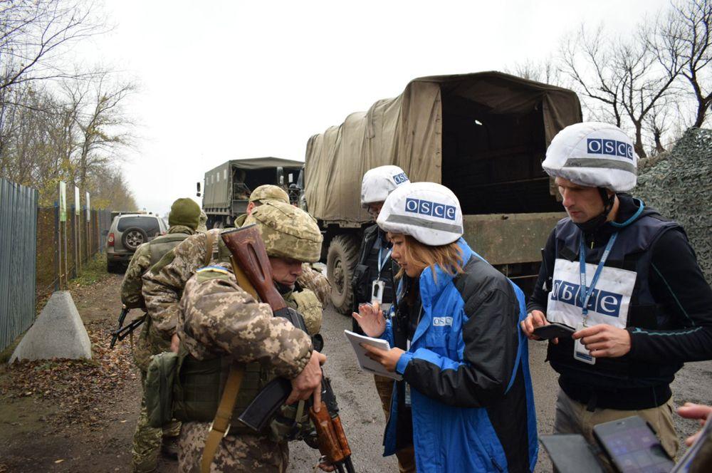 Разведение войск ЛНР и Украины в поселке Золотое в Луганской области.