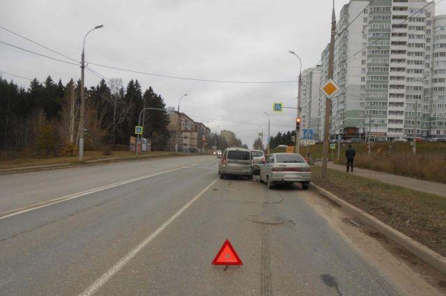 Пьяный водитель ВАЗа устроил массовое ДТП с пострадавшими в Ижевске