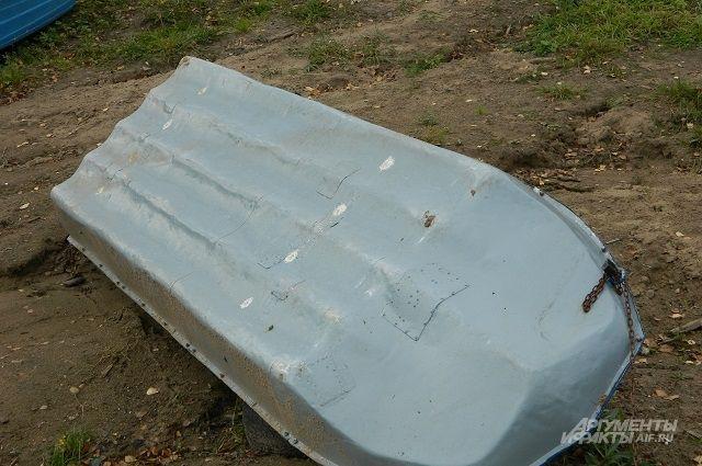 Лодку с вещами обнаружили на следующий день рыбаки, судно находилось в десяти километрах от посёлка.
