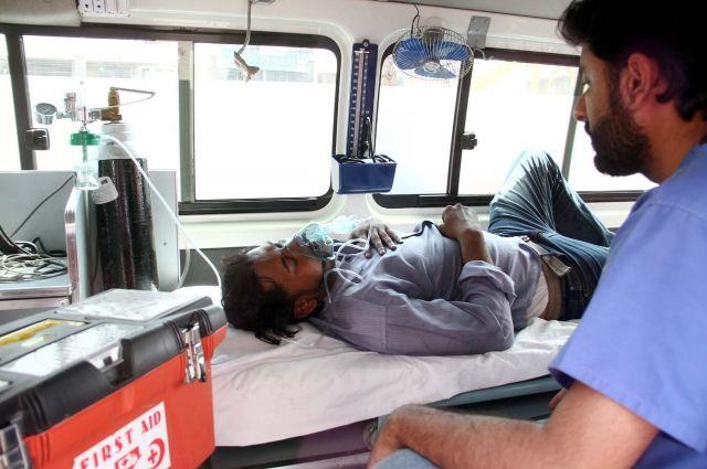 Взрыв ипожар впоезде вПакистане: десятки погибших