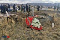 В Новотроицке похоронили убитого в Забайкалье Егора Богомолова.