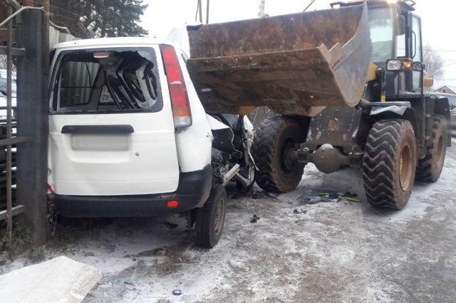 В Ижевске водитель «Тойоты» на летней резине погиб в ДТП с трактором