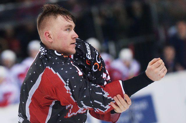 Игрок ХК«Авангард» Николай Лемтюгов вматче регулярного чемпионата Континентальной хоккейной лиги.