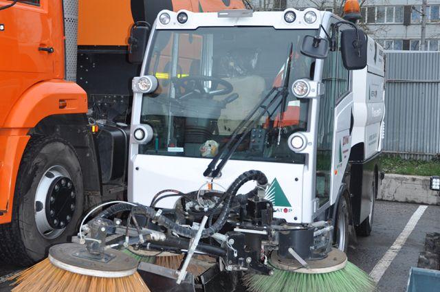 На улицах Салехарда работает 14 единиц коммунально-дорожной техники