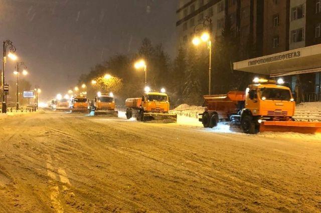 В Тюменской области круглосуточно устраняют последствия снегопада
