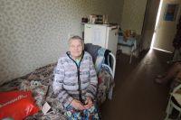Труженица тыла Зоя Херсановна Горелова говорит, что в доме инвалидов хорошо. Мол, здесь тепло и печку топить не надо.