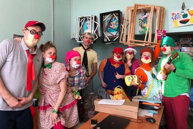 Среди больничных клоунов нет профессиональных актёров.