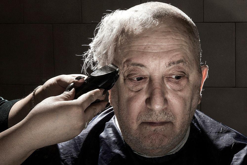 Кадр из серии работ фотографа Евгения Стецко, посвященных его борьбе с раком.