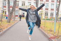 Известная актриса Евгения Ахременко обожает район своего детства и юности. Именно здесь она училась в школе с углублённым изучением французского языка.