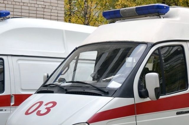 В Оренбурге водитель «Приоры» врезался в машину скорой помощи -соцсети.
