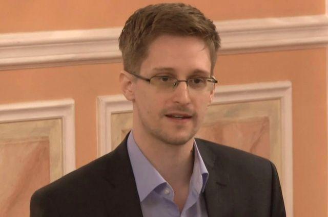 Сноуден заявил, что слежкой занимается не только АНБ, но и Facebook