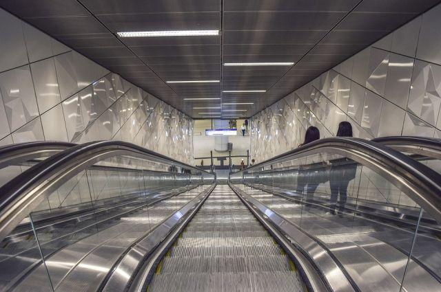 Пассажиры новосибирского метро любят необычно одеваться и совершать эпатажные выходки.
