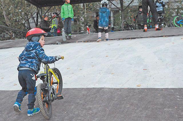 На отреставрированном велотреке наулице Рассказовской проходят занятия нескольких спортивных клубов.