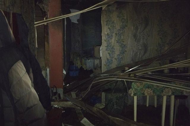 В квартире закоптились стены и потолок.