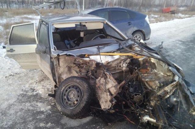 Водитель ВАЗа, буксирующий машину, устроил автозамес на тюменской трассе