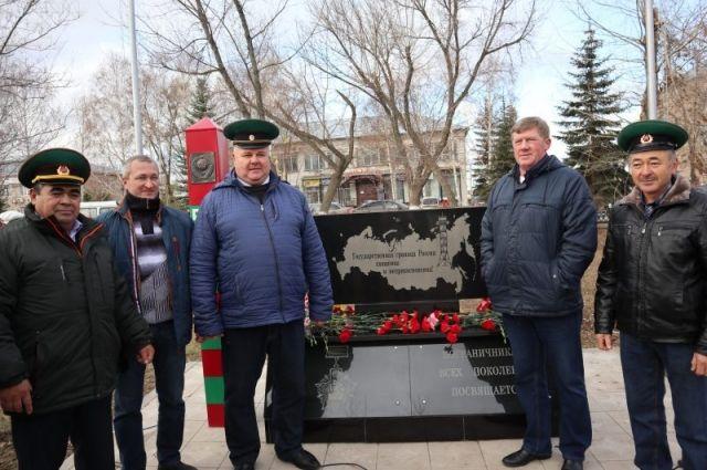 В Новосергиевке открыли памятник пограничникам.