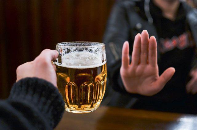 Пить стали меньше. Количество больных алкоголизмом в РФ снизилось на 37%