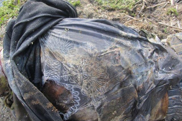 В Тюмени на детской горке во дворе дома обнаружен труп