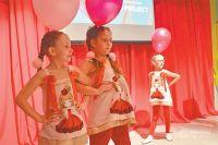 Танцевальные номера разнообразил показ театра моды «Грация».