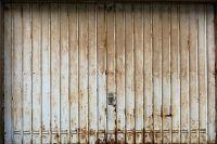 Спасатели рекомендуют осторожно реомнтироват ьмашины в гаражах