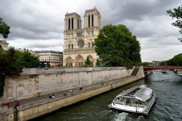 Собор Парижской Богоматери сильно пострадал от пожара 15 апреля 2019 года