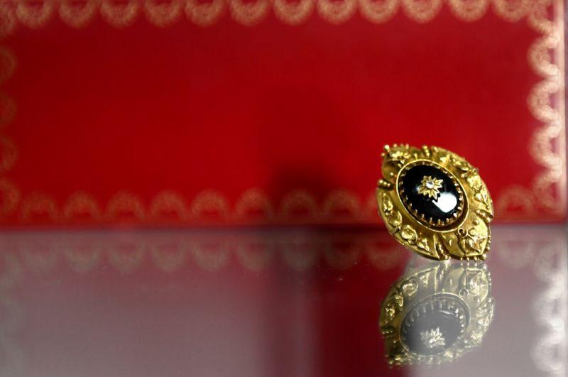 Золотое кольцо с ониксом из белого и желтого золота (вторая половина ХХ века).