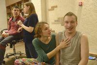 Подростки открывают для себя радость общения.